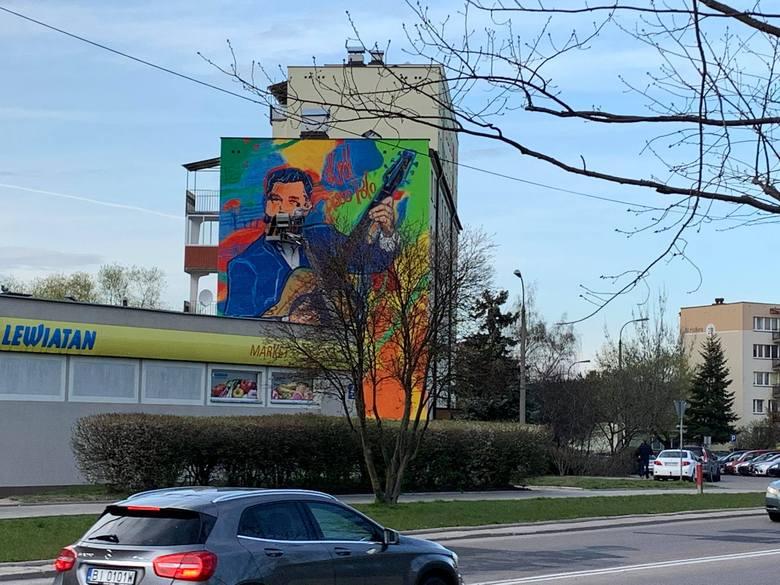 Zenon Martyniuk na muralu w Białymstoku