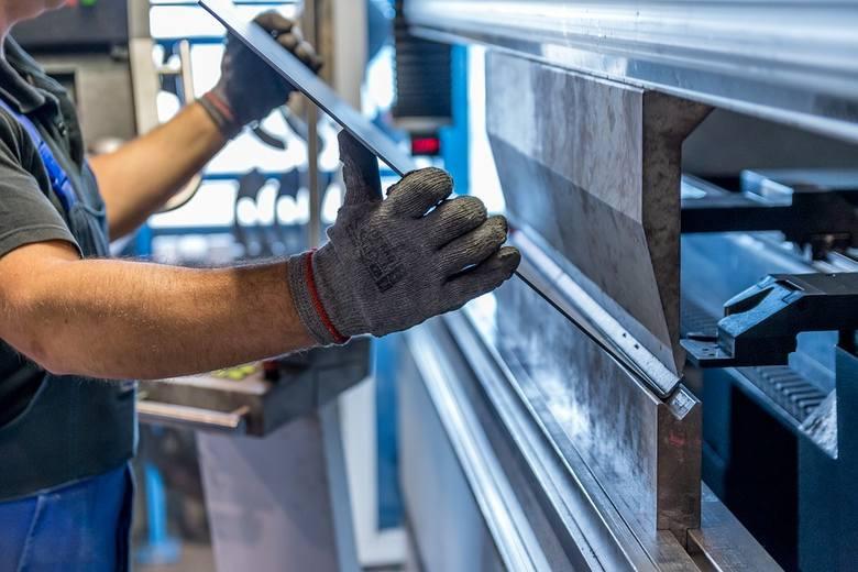 Zarobki operatorów CNC są bardzo zróżnicowane