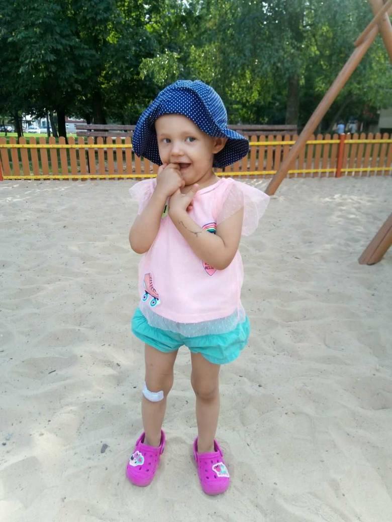 Mała Anastazja Okońska choruje na raka. Ma za sobą 13 bloków chemii, 14 dawek naświetlań, dwie operacje