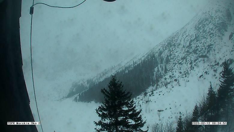 Tatry. Wyjątkowe trudne warunki w górach. Silny wiatr, zamieć śnieżna