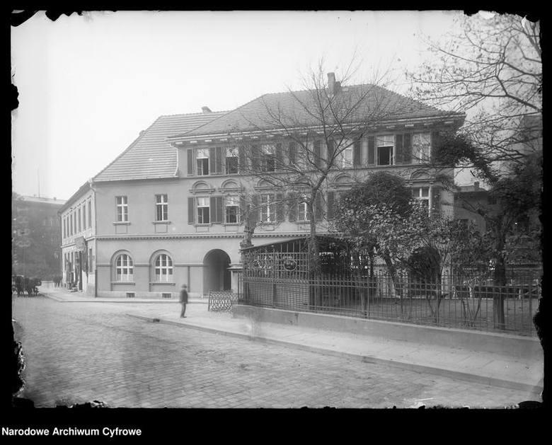 Skrzyżowanie ulicy Ozimskiej i Krakowskiej.