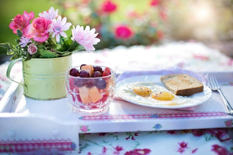 Większość z nas wie doskonale, że śniadanie jest najważniejszym posiłkiem dnia. Przyspiesza nasz metabolizm i podnosi energię, abyśmy mogli zająć się