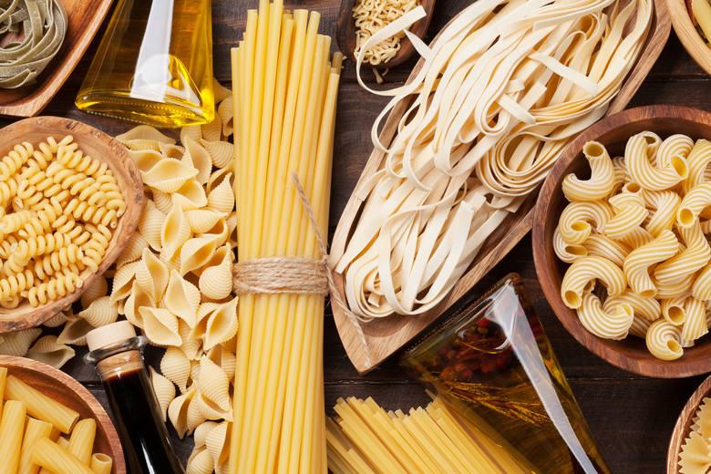 Różne kształty makaronów włoskich.