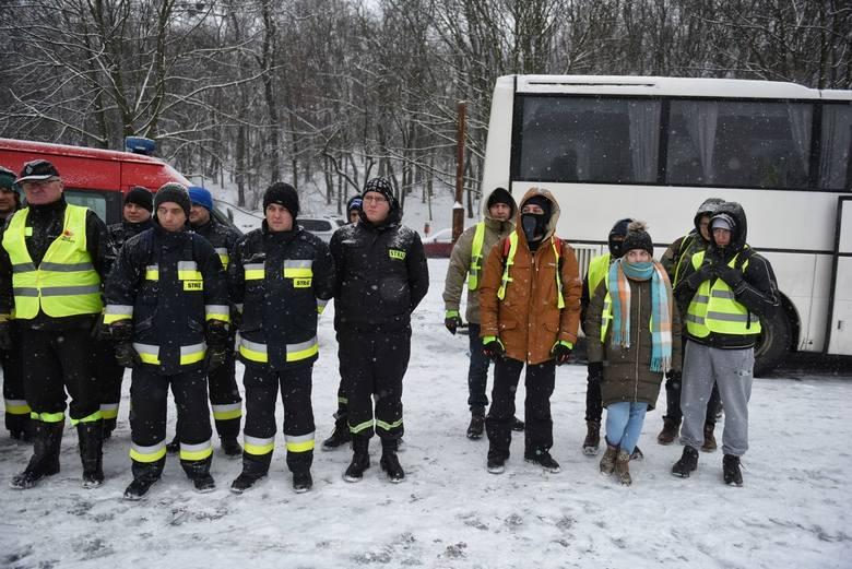 W sobotę grupa 85 ochotników zebrała się na przystanku autobusowym na Garbarach, gdzie urywa się ślad po Michale Rosiaku. 19-latek zaginął w Poznaniu w nocy z 17 na 18 stycznia. Grupa prowadzi poszukiwania na Cytadeli i wzdłuż Warty. Studenta poszukują też policjanci.<br /> <br /> [b]Czytaj...