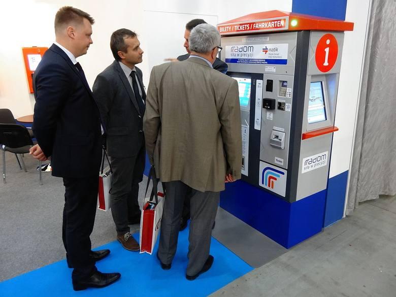 Pokazowy radomski biletomat był prezentowany w środę na stoisku producenta firmy Mera-Systemy podczas branżowych targów Transexpo 2014 w Kielcach.