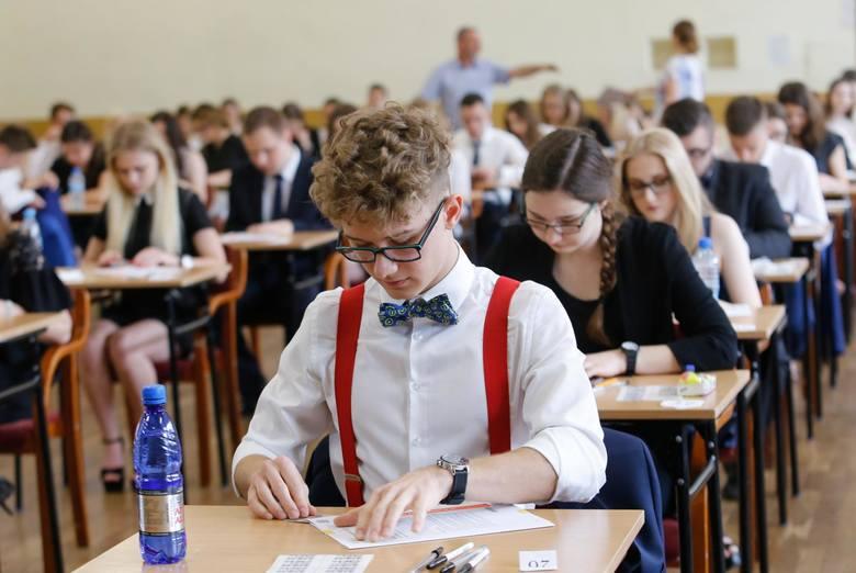 Egzamin maturalny z geografii na poziomie rozszerzonym odbędzie się w poniedziałek o godz. 14. Geografia to popularny przedmiot wśród maturzystów. W