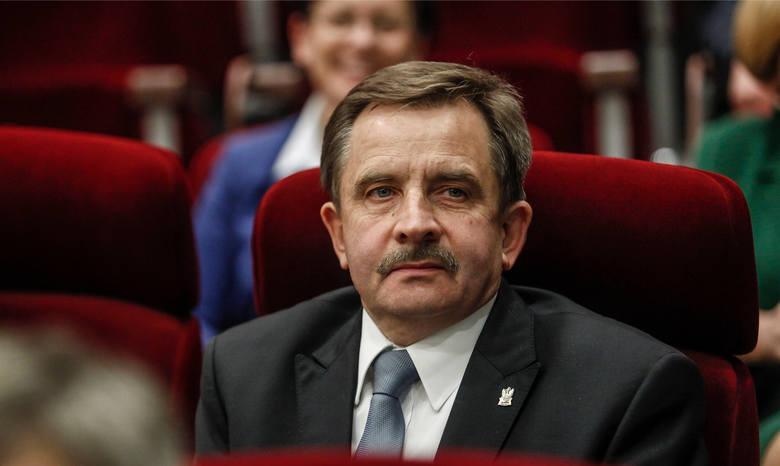 Tadeusz Ferenc ma 77 lat. Z wykształcenia jest ekonomistą, ukończył Akademię Ekonomiczną w Krakowie. W latach 2001 -2002 był posłem z ramienia SLD. Od