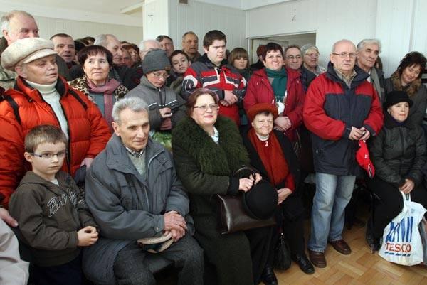 Losowanie mieszkania w loterii NowinLosowanie mieszkania i innych cennych nagród w loterii Nowin. Odbylo sie ono w czwartek w rzeszowskiej siedzibie