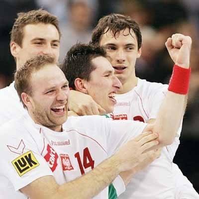 Mariusz Jurasik urodził się 4 maja 1976 roku w Żaganiu. Jest wychowankiem miejscowego klubu Sobieski. Przed przyjściem do Kielc (1996) grał jeszcze w
