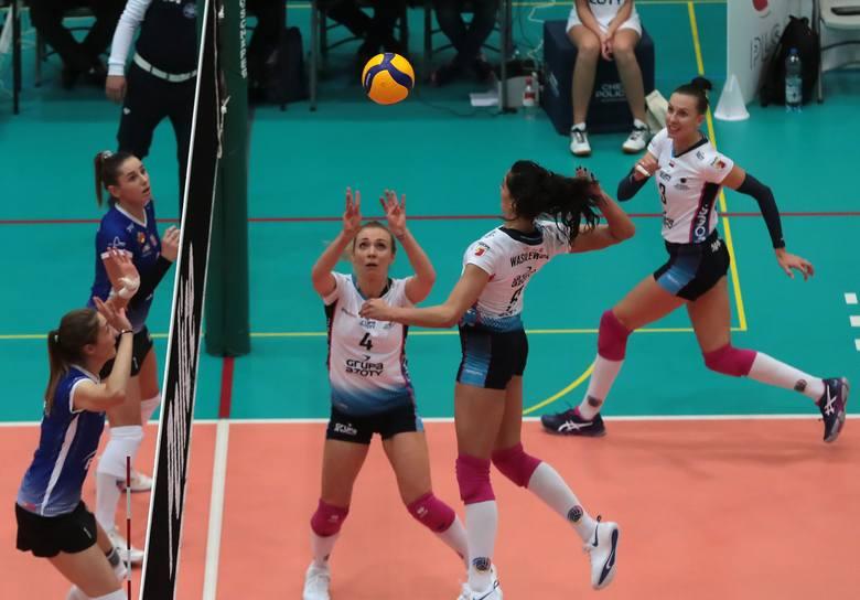 Bardzo dobry mecz reprezentantki Polski. Wykorzystywała zarówno skrzydłowe i środkowe. Jej koleżanki miały w ataku blisko 50-procentową skuteczność,