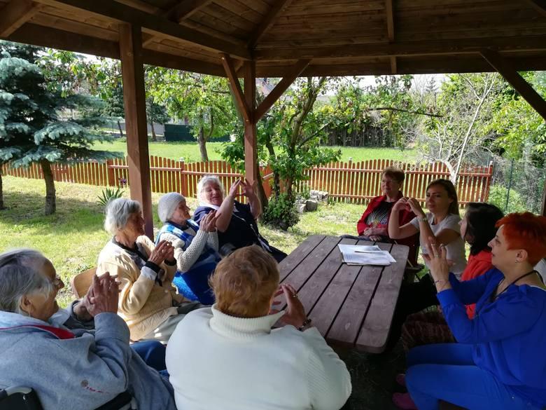 Seniorzy świetnie się czują w Domu Dziennego Pobytu Senior+ w Świdnicy. Mają tutaj szereg zajęć i fachową opiekę.