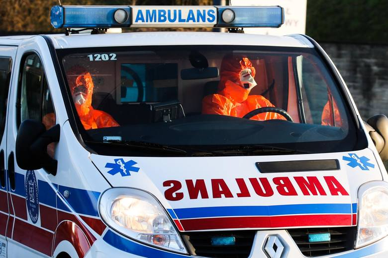 Prokuratura: Pacjent z podejrzeniem koronawirusa próbował zabić ratownika z karetki