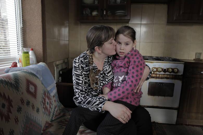 Wiktoria, dziewczynka z Ukrainy, nawet nie zdążyła nauczyć się chodzić ZDJĘCIA, WIDEO