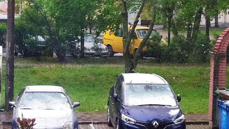 Poranek 12 maja 2020. W całym regionie pada śnieg