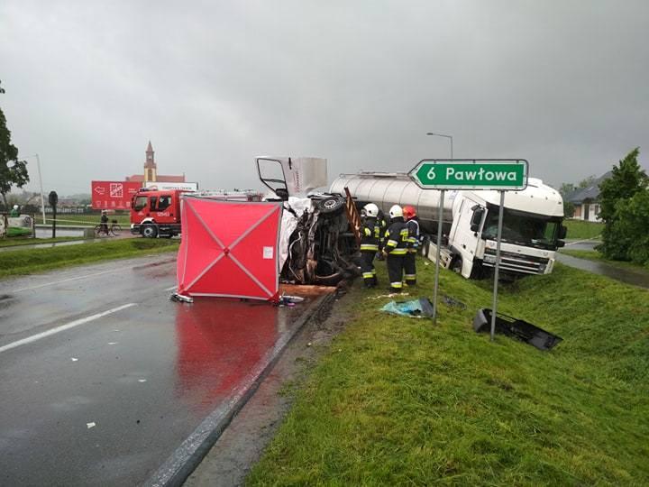 Do wypadku doszło we wtorek o godz. 12.45 w Adamówce w powiecie przeworskim. - Ciężarówka zderzyła się z dostawczym mercedesem. Śmierć na miejscu poniósł