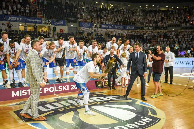 Na gali w Warszawie podsumowano sezon Energa Basket Ligi mężczyzn i kobiet. Była okazja do wyróżnień i nagród, z których spora część pojechała na Pomorze