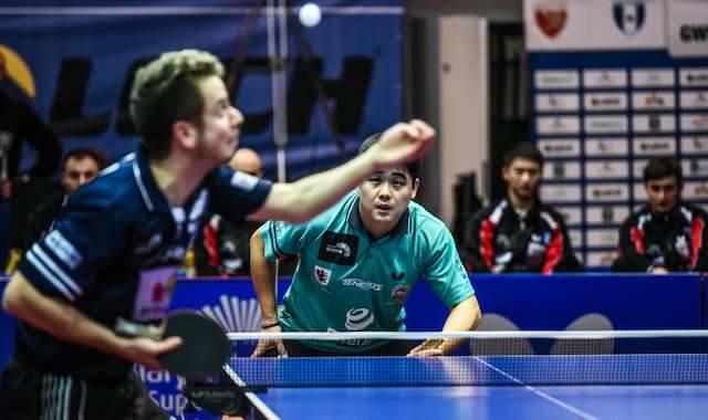 Andrew Baggaley (z lewej)przegrał 0:3 z Cazuo Matsumoto