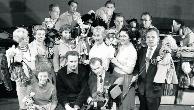 """Aktorzy i realizatorzy spektaklu """"Bo w Mazurze taka dusza"""", scenariusz  Natalia Gołębska, 1962"""