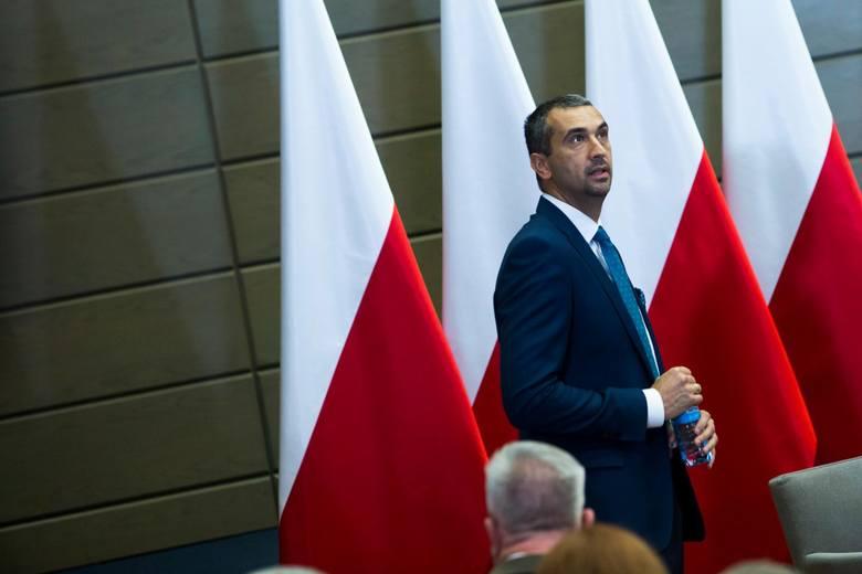 - Uważamy, że zwłoka w wykonaniu marszałka Grodzkiego w tym momencie jest nieuzasadniona, szkodliwa - mówił Marek Pęk.