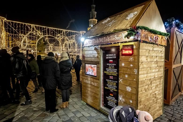 Przy jednym ze straganów na Starym Rynku w Poznaniu w poniedziałek rano znaleziono zwłoki mężczyzny.