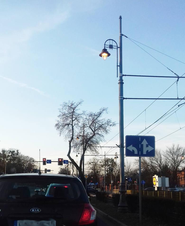 Mimo podwyżek cen prądu nikt nie zamierza rezygnować ze świątecznych iluminacji czy wyłączać ulicznych lamp.