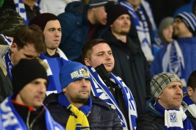 Na trybunach podczas meczu Lech Poznań - Zagłębie Lubin pojawiło się niespełna 13 tys. kibiców. Jeśli byłeś wśród nich, to koniecznie obejrzyj nasze