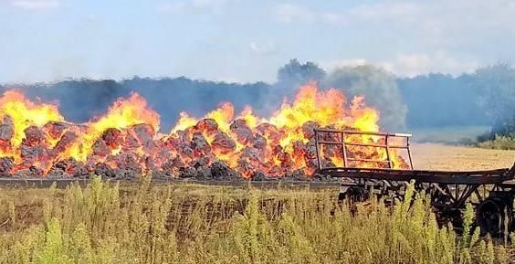 W środę, 14 sierpnia, strażacy OSP Skwierzyna wyjechali gasić pożar stogu siana na polu w miejscowości Goraj. Dotarł też ciężki jelcz. Stóg siana już
