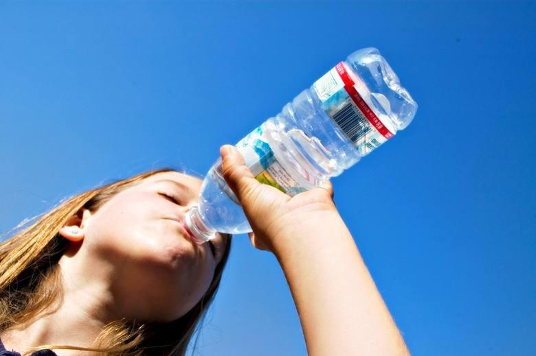 Na co zwrócić uwagę, kupując wodę?