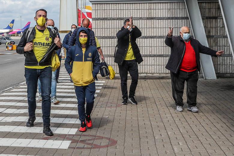 Żółto-czerwona fala w Gdańsku. Kibice Villarrealu CF i Manchesteru United przylecieli do Gdańska
