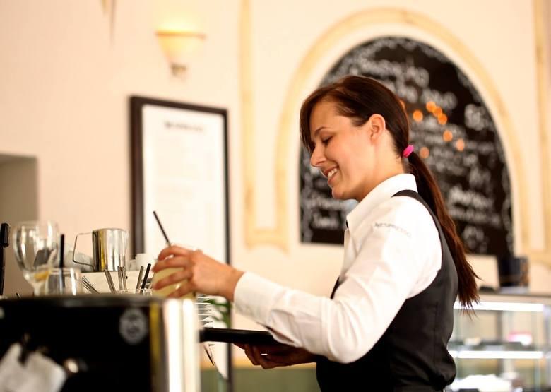 kelnerzy - 1674,33 złPodlaska lista płac 2018. Sprawdź, ile w województwie podlaskim zarabiają w takich zawodach, jak pracownik serwisowy, fryzjer, informatyk