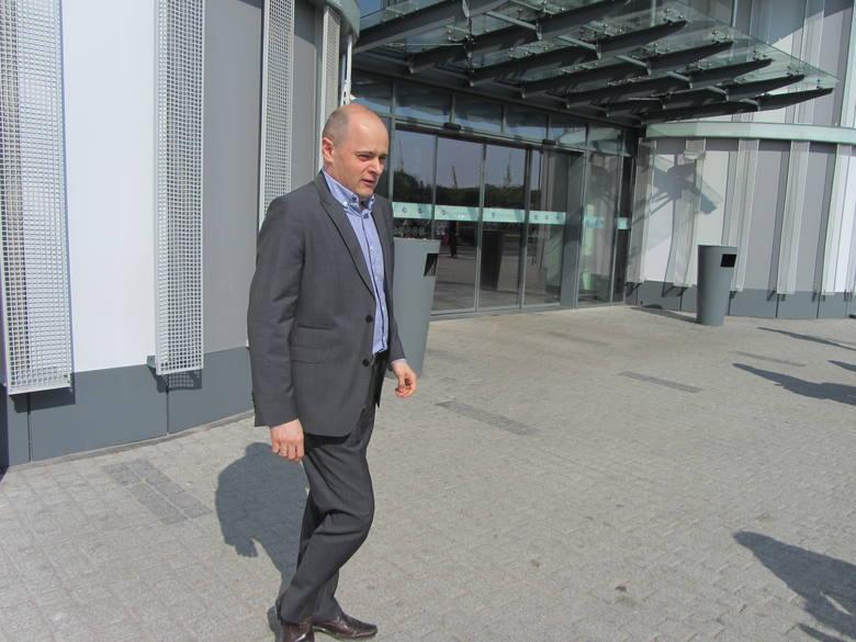 Norbert Fijałkowski, dyrektor C H PCC nie potrafi dzisiaj  powiedzieć, kiedy galeria zostanie otwarta. Jutro będzie ono nieczynne. Termin  otwarcia zależy