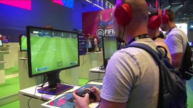"""FIFA 19 umożliwi graczom poprowadzenie kariery młodej piłkarki. """"Staramy się umieszczać kobiecy futbol"""""""