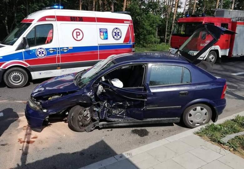 Ze wstępnych ustaleń policji wynika że kierowca Hyundaia 53 lata jadąc w kierunku Białegostoku zjechał na przeciwległy pas ruchu i zderzył się Oplem,