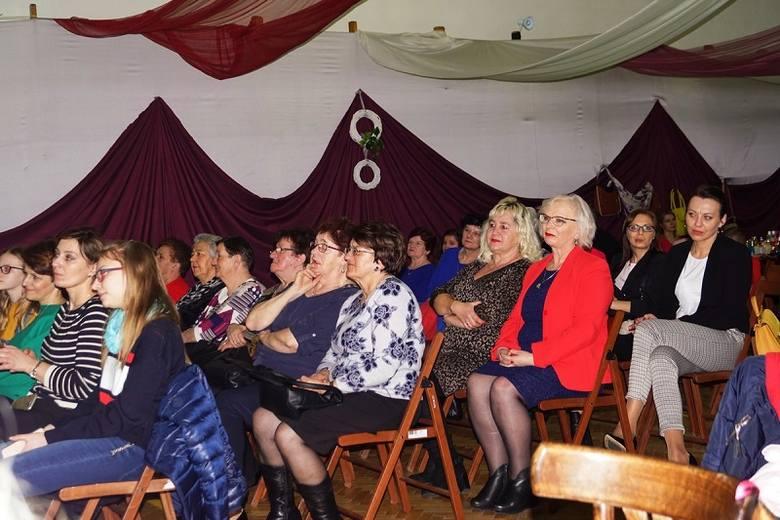 10 marca w Miejsko – Gminnym Ośrodku Kultury w Osieku zorganizowano koncert z okazji Dnia Kobiet. Życzenia przybyłym paniom złożyli: burmistrz miasta