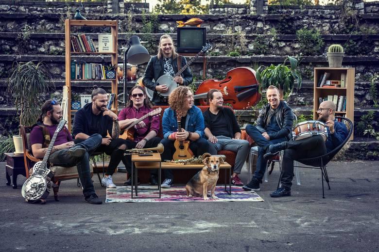 Kraków Street Band, 16:10-16:45, Rynek GłównyGrupa Kraków Street Band działa od czterech lat i zdobywa coraz większą popularność. Aktualnie muzycy promują
