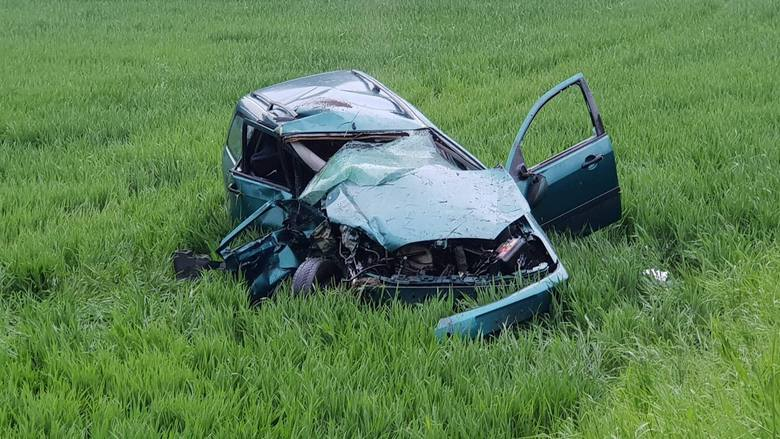 W Rożniątowie na drodze wojewódzkiej nr 409 zderzyły się dwa samochody osobowe.