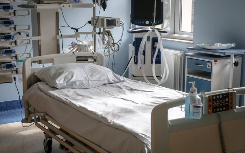 Z powodu koronawirusa zmarło 15 kolejnych osób,w  tym cztery z woj. śląskiego