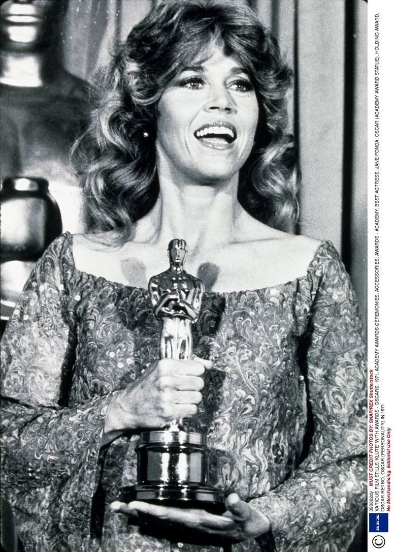 """Jane Fonda w 1972 r. z Oscarem za najlepszą rolę pierwszoplanową w filmie """"Klute"""". W 1979 r. Fonda zdobyła kolejną statuetkę (za film"""