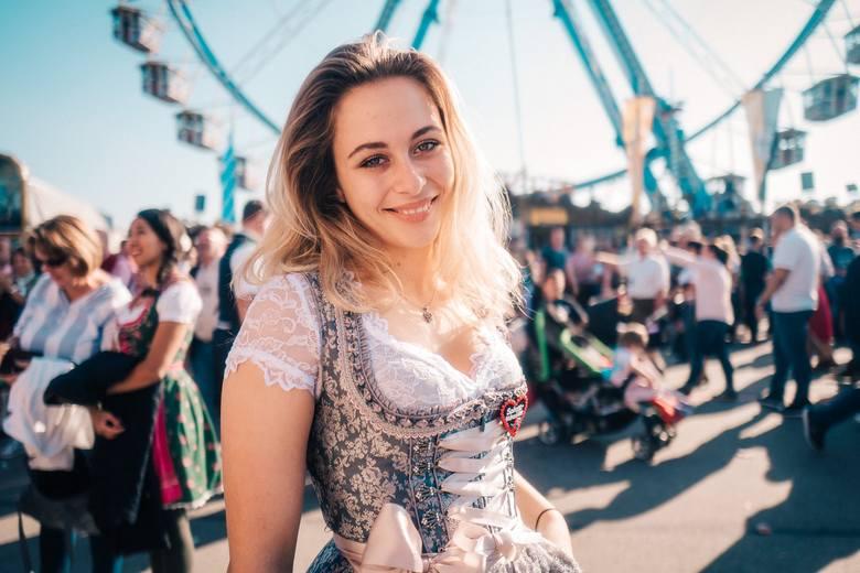 Trudno w to uwierzyć, ale już 105 dni po koszmarnym wypadku na GP Makau Sophia Floersch wróciła na tor. 18-letnia zawodniczka Formuły 3 cudem uniknęła