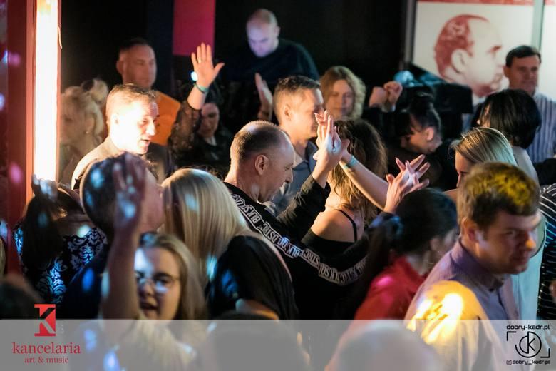 Imprezy w klubie Kancelaria w Bydgoszczy cieszą się dużą popularnością wśród mieszkańców Bydgoszczy. Nic dziwnego, wystarczy obejrzeć zdjęcia, na których