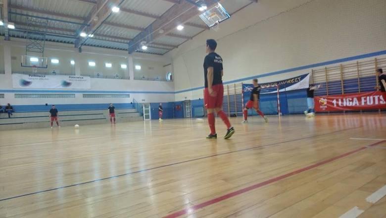 Zespół z Nowin przegrał mocnym zespołem z Polkowic 2:4.