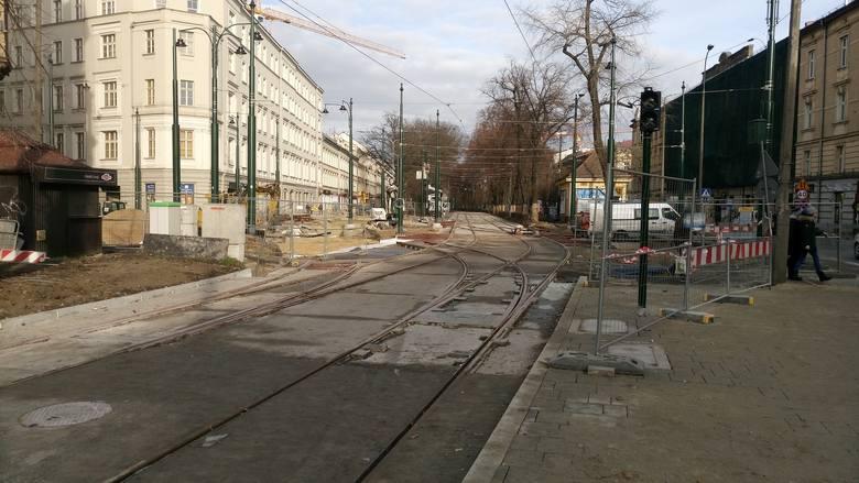 Kraków. Trwa walka z czasem, by w poniedziałek tramwaje wróciły na ulicę Dietla