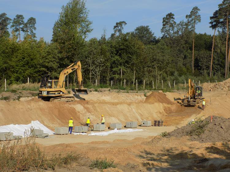 Tak wyglądał plac budowy na odcinkach: Wronczyn - Kościan Południe oraz Kościan Południe - Radomicko, czyli fragmentach drogi ekspresowej S5 Poznań - Wrocław. Droga ma być w pełni przejezdna w Wielkopolsce do końca 2019 roku.<br /> <br />