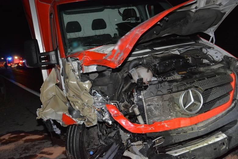 Jest akt oskarżenia w sprawie wypadku w Rogach k. Krosna. 20-latek zasnął za kierownicą sprintera. Uderzył w inne auto, zginęły dwie osoby.