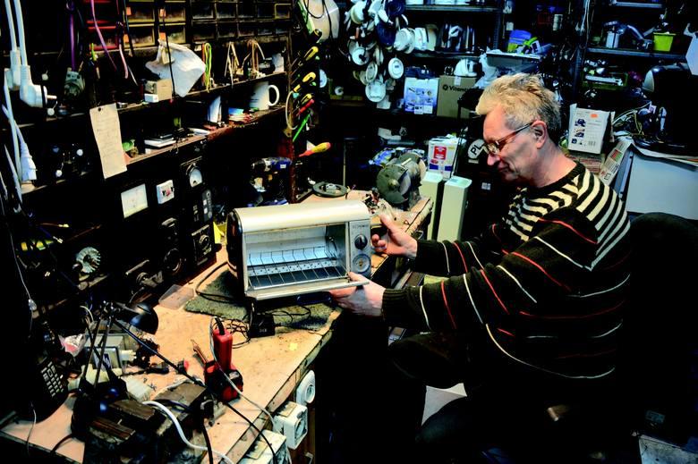 Włodzimierz Rozynek - jeden z bohaterów albumu - prowadzi na Jeżycach punkt napraw serwisowych od 1984 roku!