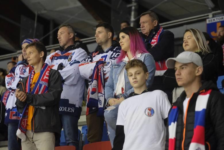 KH Energa Toruń pokonała 3:1 Naprzód Janów w piątkowym meczu Polskiej Hokej Ligi. Rywale torunian w bieżącym sezonie nie wygrali jeszcze żadnego spotkania.KH