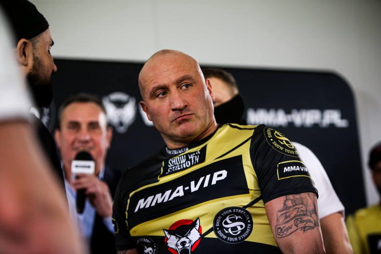 Marcin Najman przystąpił do egzaminu na prawo jazdy. Niestety, wojownik MMA poległ już na części teoretycznej, a za taki wynik obwinił… autora pytań,