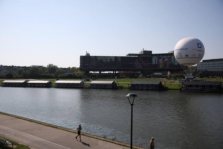 Kraków. Trzy kolejne hotele zacumowały na Wiśle w centrum miasta