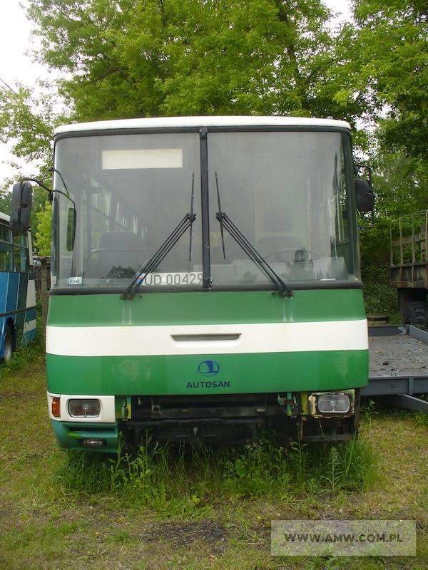 Autobus pasażerski AUTOSAN H-10.10 (44 miejsca siedzące)Rok produkcji:1999Cena:4000 zł