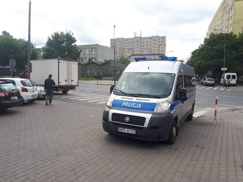 Wypadek na ul. Felińskiego. Mężczyzna pod kołami samochodu dostawczego